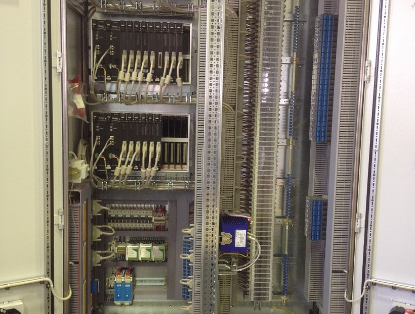 САУ ГТУ полностью спроектирована инженерами РЭП Холдинга с использованием российской компонентной базы на основании оригинальных алгоритмов управления газовой турбиной