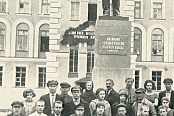 "Members of the Komsomol and the author of the book ""Plant named after Lenin""  - N.P. Payalin (in the center) at the ceremony of unveiling  the  monument to V.I."